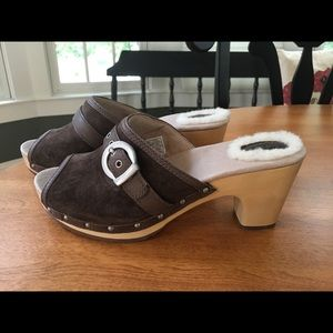 Brand new Ugg clogs. Brown suede. Size 6.